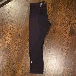 LIKE NEW! Lululemon Inspires. Size 6/Small